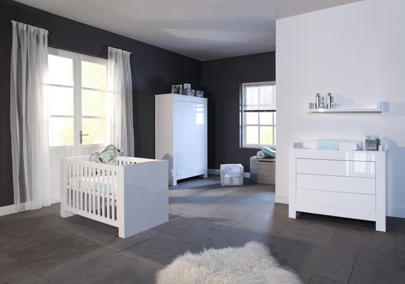 kidsmill kinderzimmer somero wei hochglanz komplett bett 60 x 120 kleiderschrank 3 t rig. Black Bedroom Furniture Sets. Home Design Ideas